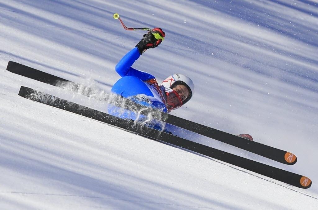 08.02.2014 - Italiana Federica Brignone caiu durante um treinamento para o Ski Downhill