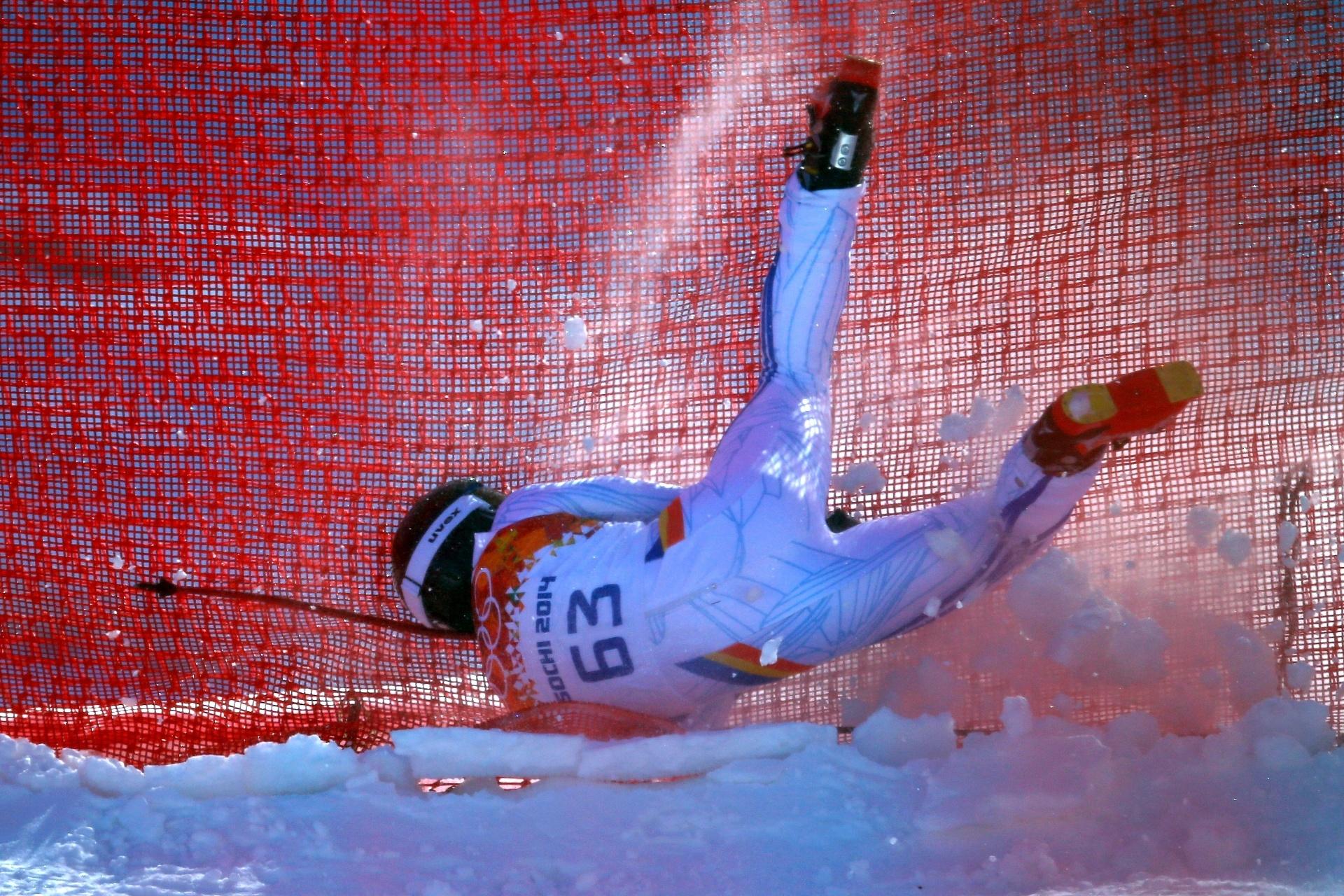 08.02.2014 - Romeno Ioan Valeriu Achiriloaie voa na área de nos treinos para o ski alpino