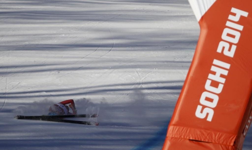 08.02.2014 - Suíça Nadja Jnglin-Kamer cai próxima a linha de chegada durante um treino para o ski alpino