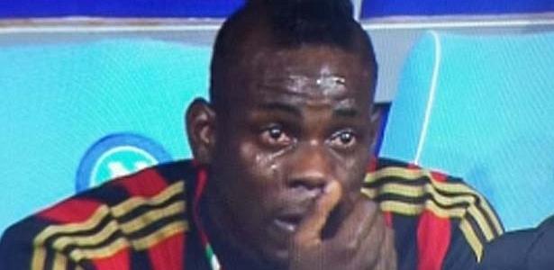 Derrota do Milan para o Napoli tem choro enigmático de Balotelli -  08 02 2014 - UOL Esporte 98304090169ee
