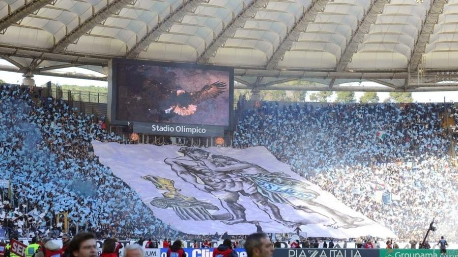 Torcida lota a área reservada para a Lazio no clássico contra a Roma em 2014 - MAURIZIO BRAMBATTI/EFE