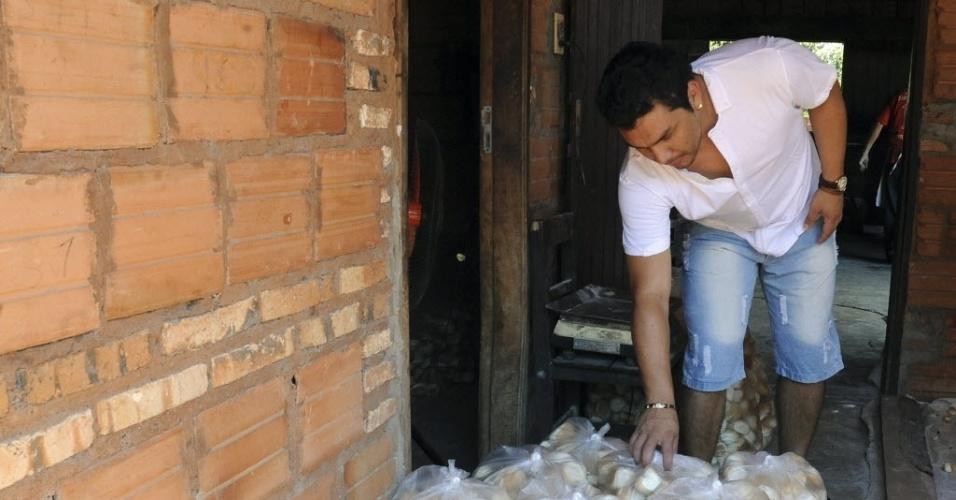 Depois de levar tiro na cabeça, Cabanãs trabalha em uma padaria da família para se sustentar