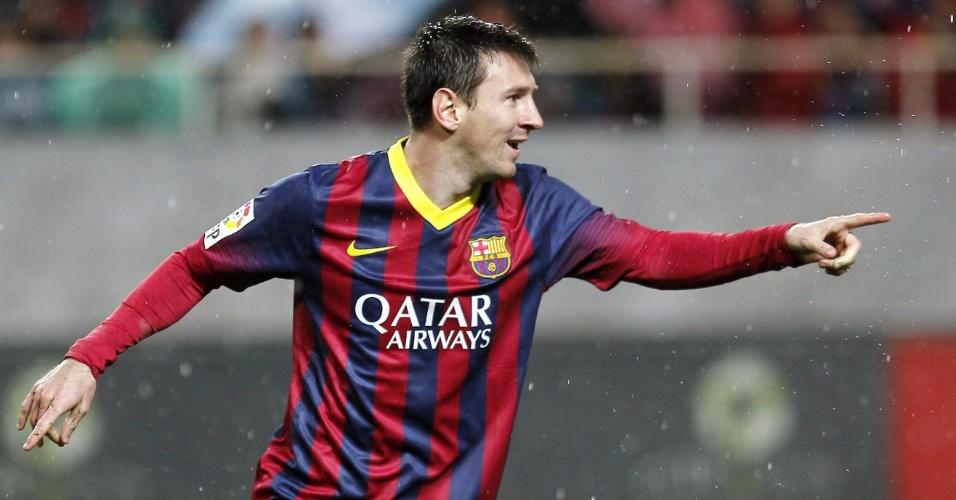 Messi comemora ao marcar pelo Barcelona contra o Sevilla