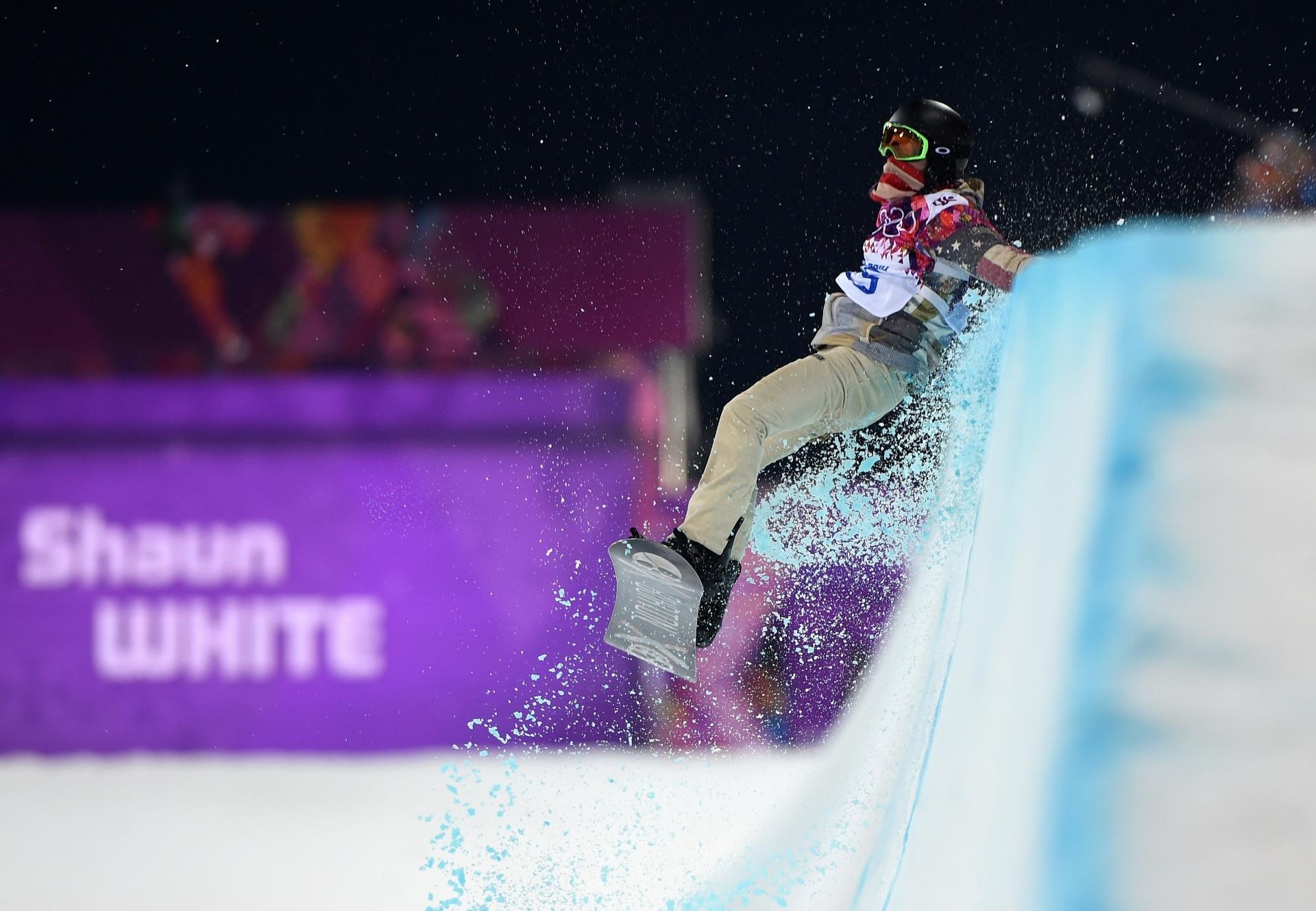 11.02.14 - Favorito no snowboard, Shaun White se desequilibra na final do halfpipe; americano decepcionou e ficou fora do pódio em Sochi