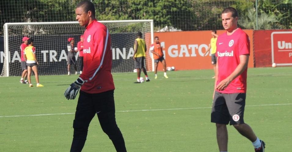 11.fev.2014 - Dida se prepara para realizar treino especial com preparadores do Inter