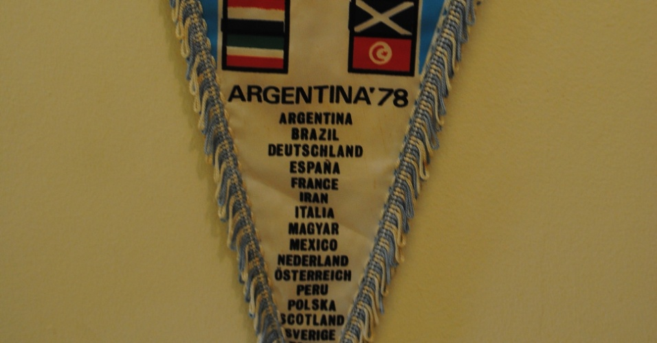 Da primeira Copa do Mundo em que estiveram, na Argentina em 1978, os veteranos trouxeram de lembrança uma flâmula com o nome dos países participantes
