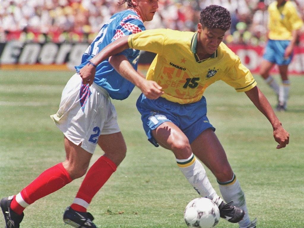Marcio Santos em jogo contra a Rússia na Copa de 94; hoje é vice-presidente do Blumenau-SC