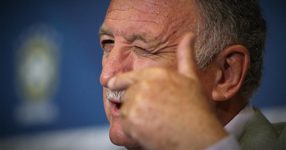 Reações de Luiz Felipe Scolari durante a convocação para o último amistoso antes da lista final para a Copa