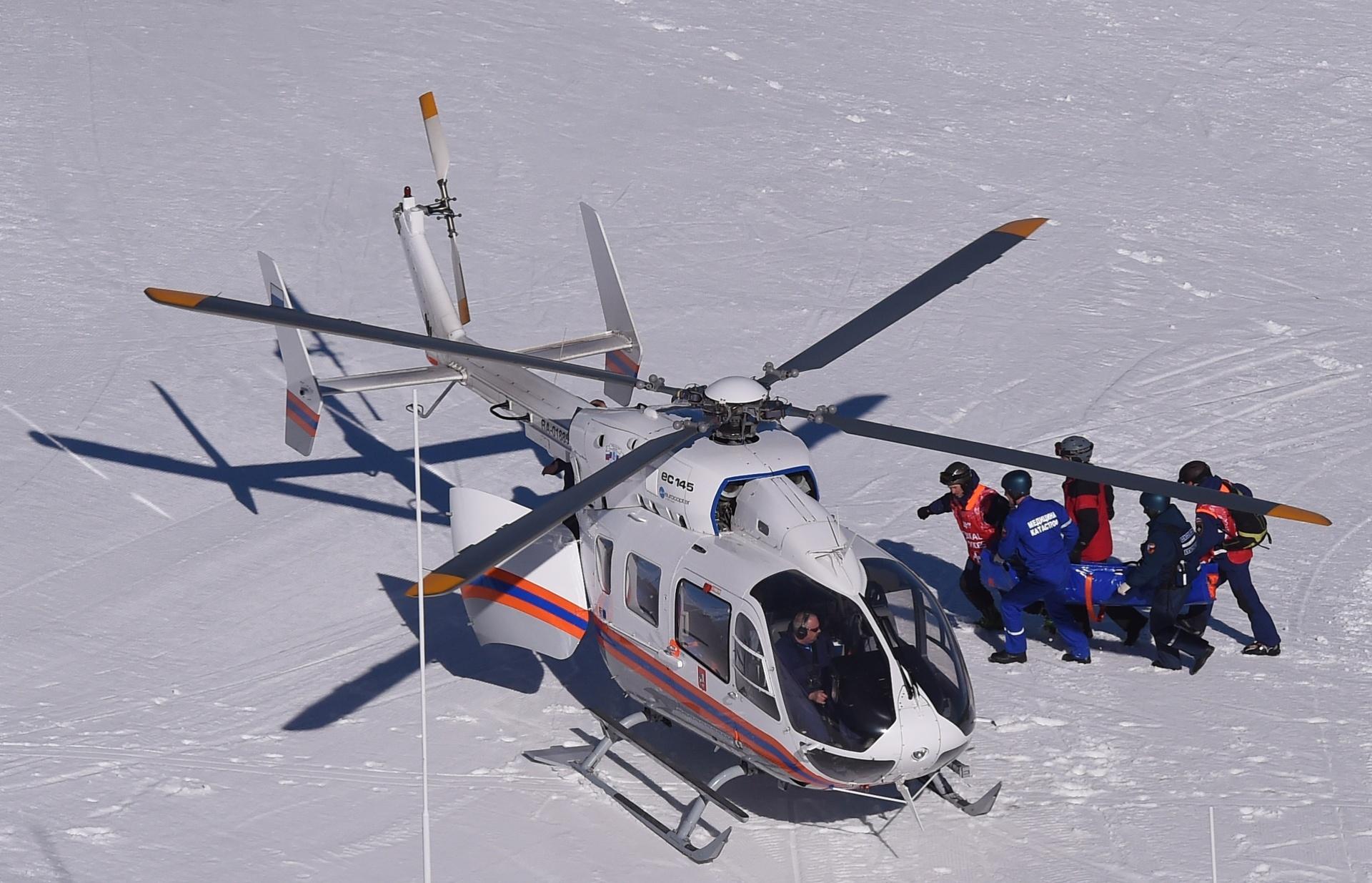 12.02.2014 - A italiana Alexandra Coletti, que compete em Sochi por Monaco, sofreu uma queda durante a prova de downhill do esqui alpino nesta quarta-feira e precisou ser atendida por um helicóptero