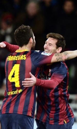 12.fev.2014 - Sempre ele! Messi abraça Fábregas após abrir o placar para o Barcelona na partida contra a Real Sociedad pela semifinal da Copa do Rei