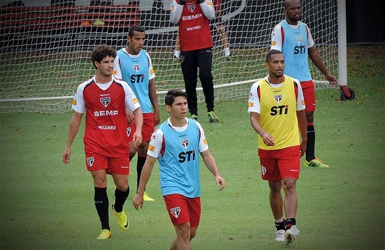 Na primeira parte do treino, Muricy Ramalho dividiu o elenco em três times, com três gols