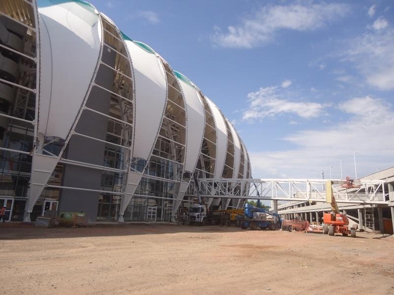 Passarela que liga estádio Beira-Rio ao edifício-garagem