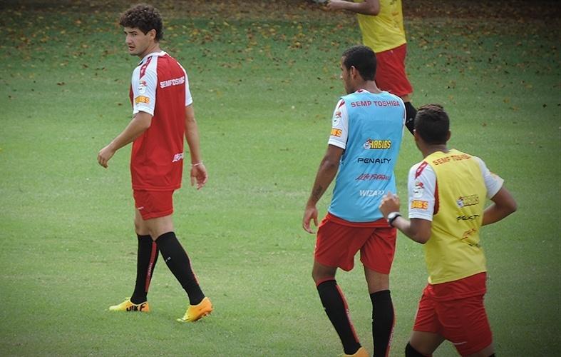 Pato participou de seu primeiro treino aberto no São Paulo nesta quarta-feira (12/02). Apresentado na última quarta, o atacante mostrou técnica acima da média na primeira atividade