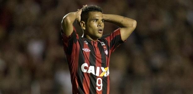 Éderson, ex-Atlético-PR, é um dos reforços para o ataque ao lado de Júnior Dutra