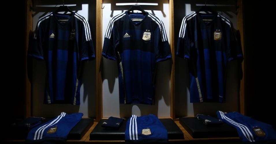 Detalhes da segunda camiseta da seleção da Argentina para a Copa do Mundo