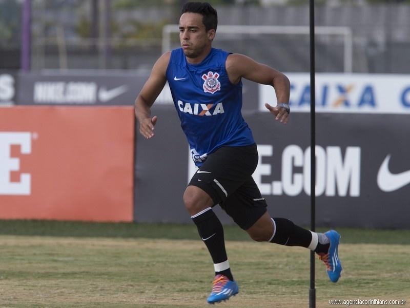 Jadson, meia do Corinthians, participa de treinamento no CT Joaquim Grava