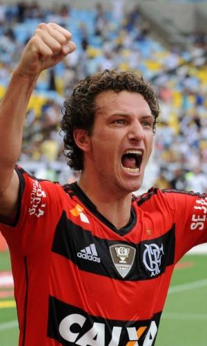 16.02.14 - Elano comemora gol de empate do Flamengo contra o Vasco