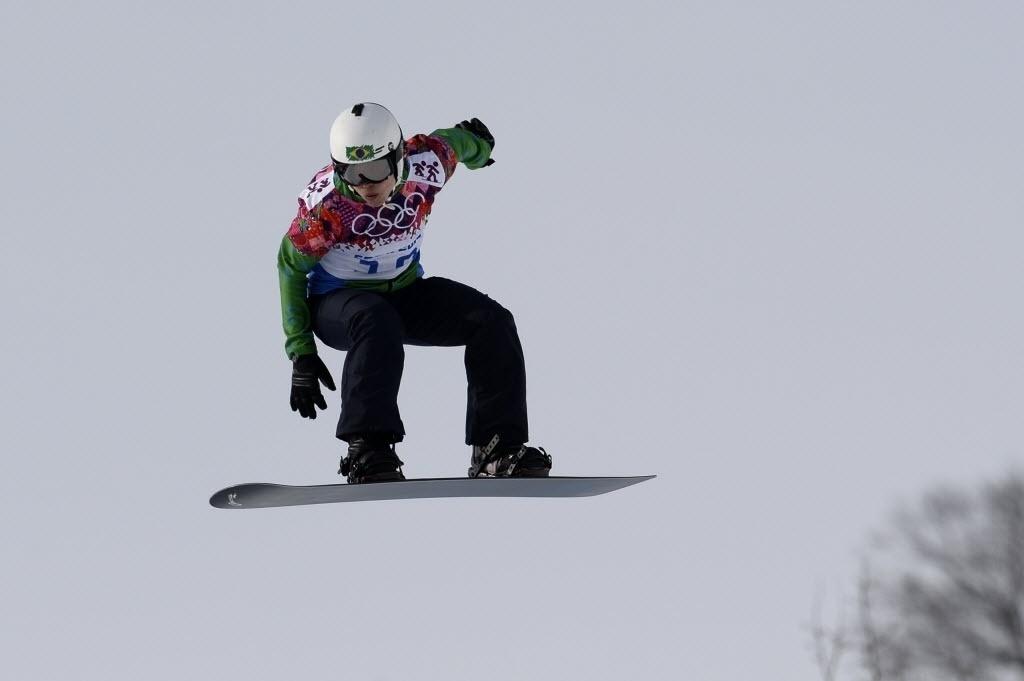 16.fev.2014 - Brasileira Isabel Clark durante o Snowboard Cross nas Olimpíadas de Inverno de Sochi