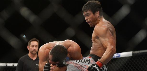 Lyoto Machida acerta joelhada em Gegard Mousasi; rival acusa o brasileiro de doping - Alexandre Loureiro/inovafoto