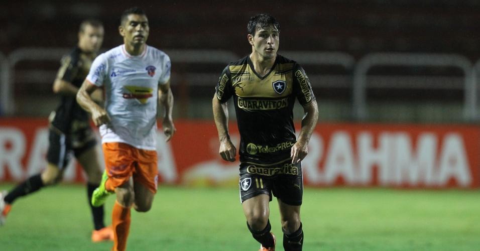 16.fev.2014 - Nicolás Lodeiro tenta organizar meio de campo do Botafogo em jogo contra o Duque de Caxias
