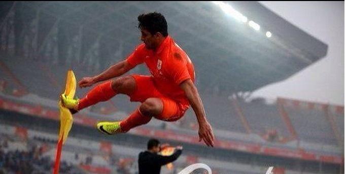 Aloisio dá voadora em seu primeiro gol no futebol chinês