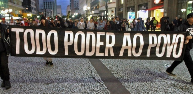Protestos contra a Copa tomam as ruas de Curitiba após confirmação de que cidade receberá jogos