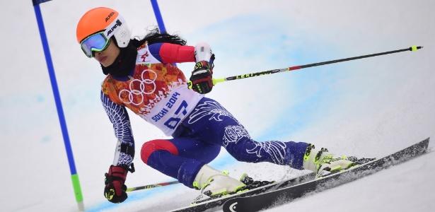 Tailandesa Vanessa Vanakorn compete durante a prova de esqui alpino no Slalom nos Jogos de Inverno