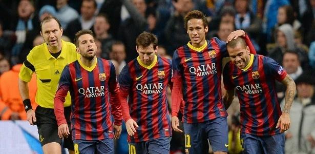 Alba (à esquerda) tinha mais obrigações defensivas na formação com Neymar