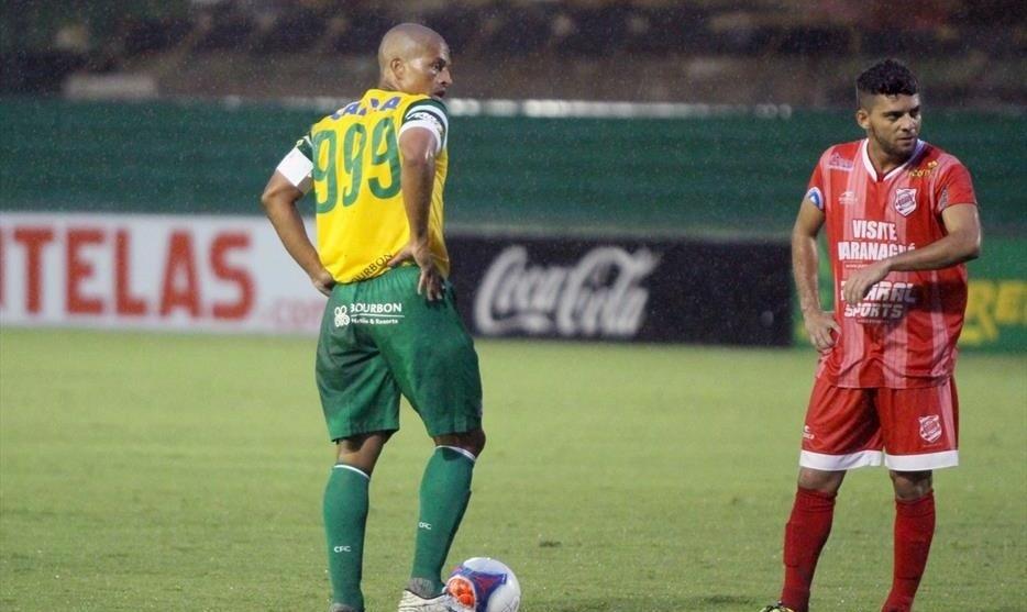 Prestes a completar mil jogos na carreira, Alex usa a camisa 999 na partida entre Coritiba e Rio Branco-PR, no Couto Pereira