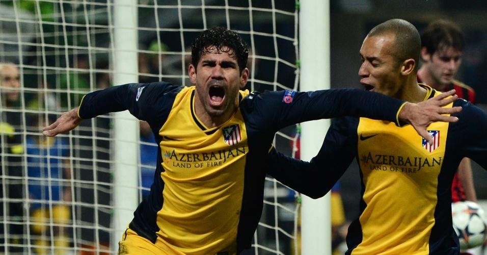 19.fev.2014 - Diego Costa vibra com gol da vitória do Atlético de Madri sobre o Milan ao lado do zagueiro Miranda, pela Liga dos Campeões