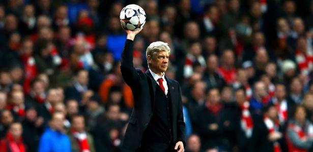 Donos do Arsenal apoiam Wenger, diz Pires: 'Fãs querem que ele seja campeão'