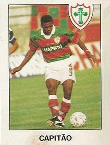 Capitão - Ídolo na Portuguesa. Volante de grande vigor físico, foi vice-campeão brasileiro de 1996, quando era o capitão.
