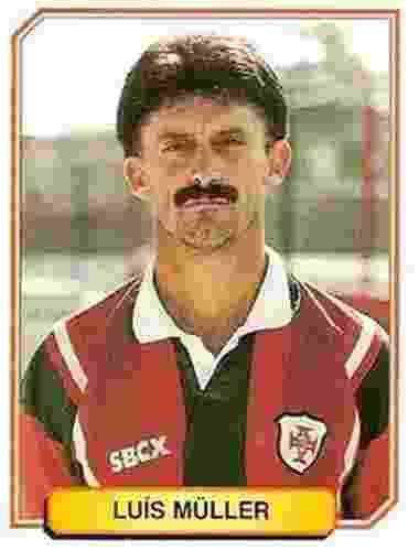 Luis Muller - Jogou no Sport, Santos e Lusa. Nos últimos anos de carreira representou a Portuguesa Santista - Reprodução/Álbuns Panini