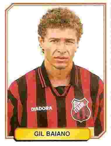 Gil Baiano - Despontou no Bragantino, conquistando o título paulista de 1990. Lateral direito, teve passagens pelo Palmeiras e Atlético-PR, tendo como ponto alto a convocação para a seleção brasileira - Reprodução/Álbuns Panini