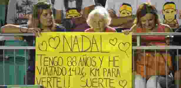 Dona Mafalda (centro) acompanha a estreia de Rafael Nadal no Aberto do Rio - Renan Rodrigues/UOL