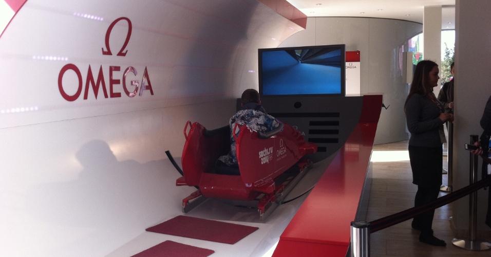 Equipamento simula os trancos que os atletas tomam durante as provas de  bobsled b809d6f5c990b
