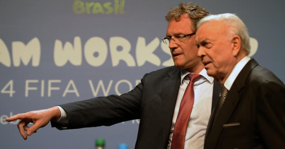 21.fev.2014 - Jérôme Valcke, secretário-geral da Fifa, e José Maria Marín, presidente da CBF, participam de congresso em Florianópolis