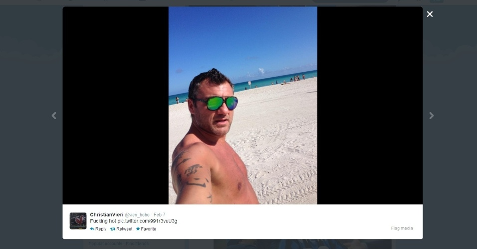 Ex-atacante Christian Vieri posta foto em uma vela praia