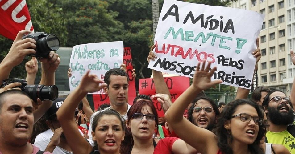 22. fev. 2014 - Protesto contra a Copa do Mundo toma ruas de São Paulo