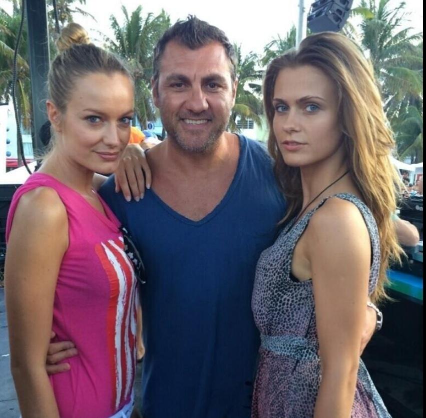 Ex-jogador Christian Vieri registra encontro com duas mulheres