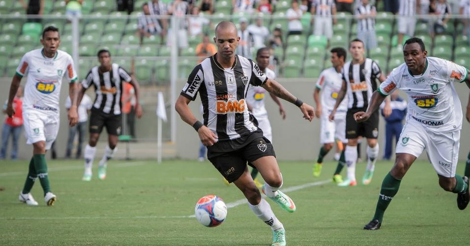 23 fev 2014 - Diego tardelli e Obina, cada um com dois gols, foram personagens importantes da vitória do Atlético-MG sobre o América-MG, por 3 a 2