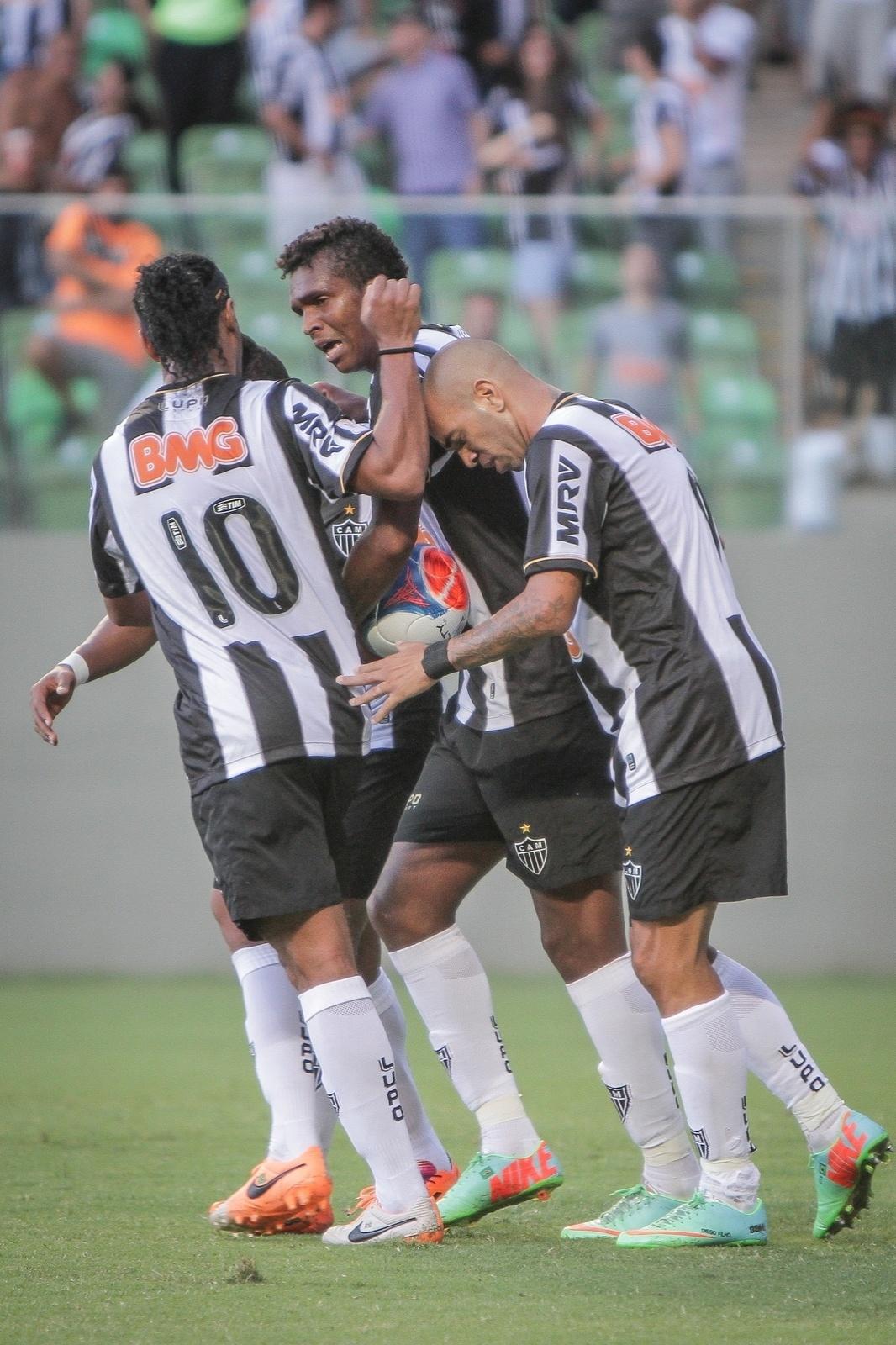 23. fev. 2014 - Jogadores do Atlético-MG comemoram gol contra o América, pelo Campeonato Mineiro