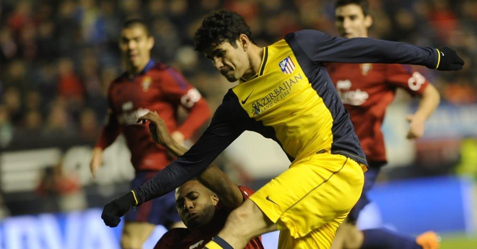 23.fev.2013 - O atacante Diego Costa, naturalizado espanhol, bem que tentou, mas não conseguiu marcar na derrota do Atlético de Madri para o Osasuna pelo Espanhol