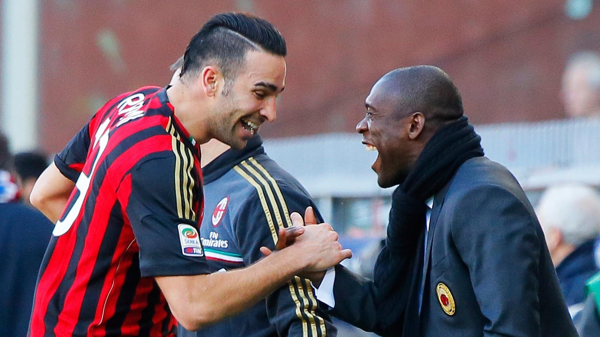 23.fev.2014 - Autor do segundo gol do Milan na vitória sobre o Sampdoria, o francês Rami comemora segunda vitória seguida com o treinador Seedorf