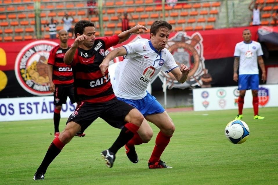 23.fev.2014 - O clássico entre Vitória e Bahia foi equilibrado e terminou empatado por 1 a 1
