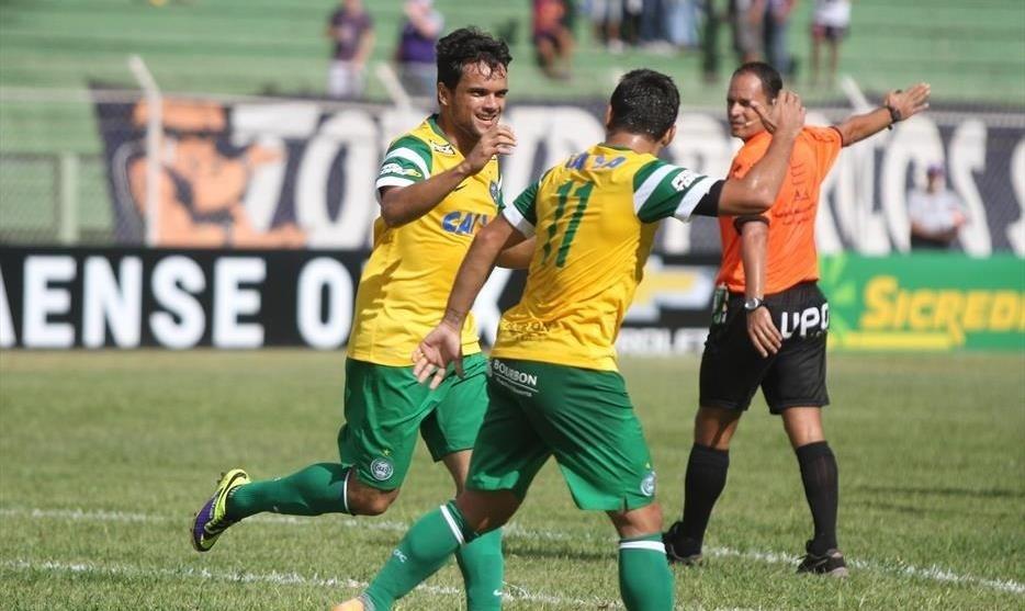 Jogadores do Coritiba comemoram gol em vitória diante do Toledo (23/02/2014)