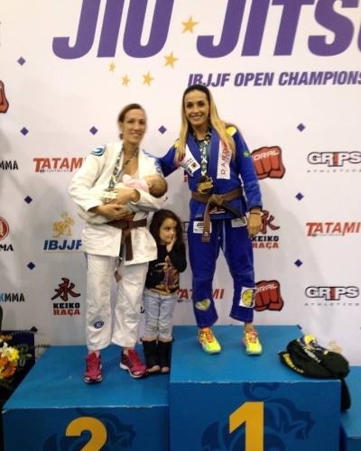Syang comemora a medalha de ouro no Europeu de 2014, na categoria máster