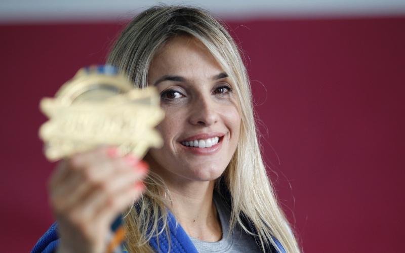 Syang conquistou a medalha de ouro no Europeu de jiu-jítsu, na categoria máster, para lutadoras de mais de 30 anos. Ela tem 40.