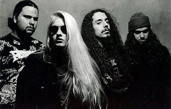 Syang teve sua banda de death metal, chamada P.U.S., em que tocava guitarra e lançou com ela três álbuns e um EP