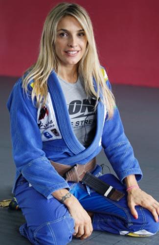 Syang treina e dá aulas na academia que abriu com o marido, Eduardo Santoro, na Zona Sul de São Paulo